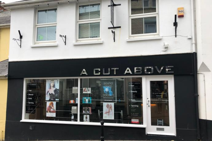 a cut above hairdressers front bideford chingswell street
